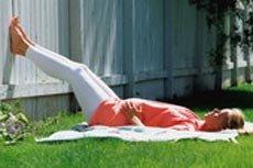 No cruces las piernas cuando estés sentada para evitar que se interrumpa o lentifique la circulación