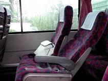 Lo bueno de los viajes en ómnibus o en tren es que puedes sentarte, cerrar los ojos y relajarte, sin tener que prestar atención al tráfico